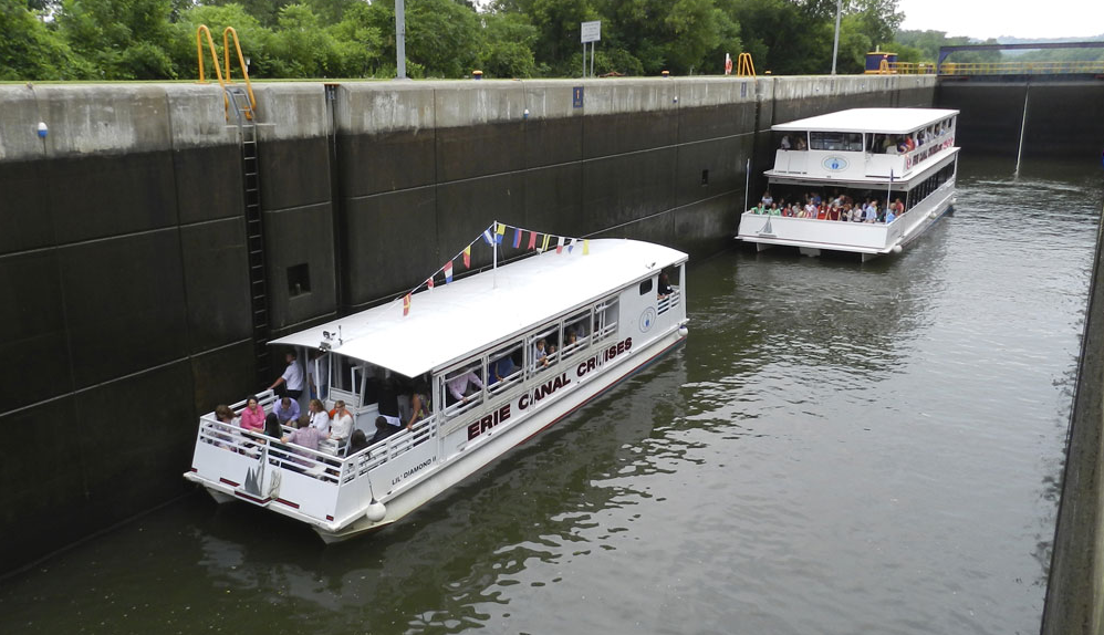 Traveling through Lock 18;  Image courtesy of Erie Canal Cruises.